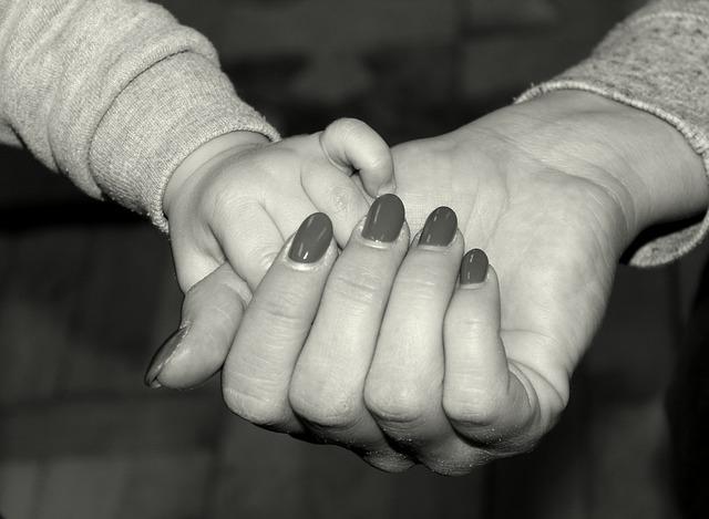 母子家庭自立支援給付金とは?費用や対象者の条件&実務者研修までのおすすめ資格